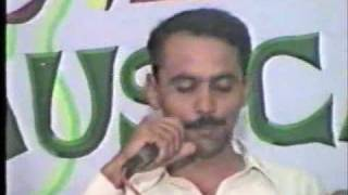 Noor Hussain reading funny Sindhi poetry
