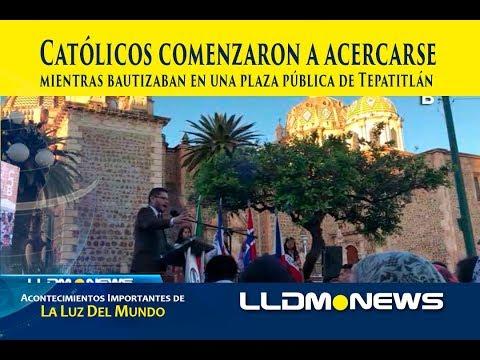 Católicos comenzaron a acercarse mientras bautizaban en una plaza pública de Tepatitlán.