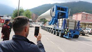 Rüzgar enerji santrali türbininin devasa kanadı taşındı