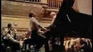 Sviatoslav Richter plays Rachmaninoff Concerto No. 2 (5/6)