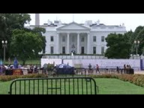 white-house-fence-project-obscures-tourists'-view