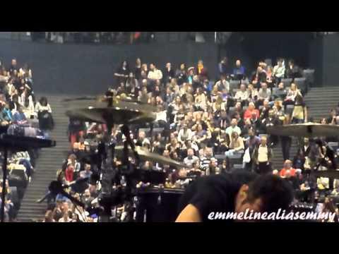 Tom Kirk installing GoPro cameras on Muse stage 04.03.2016 @ Paris Bercy