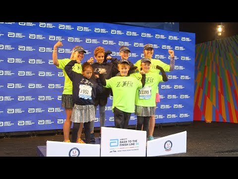 Teacher Runs NYC Marathon With Ultimate Cheering Squad — Her Students thumbnail
