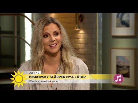 """Lisa Miskovsky: """"All energi var slut – men musiken och barnen fick mej tillbak… - Nyhetsmorgon (TV4) Mp3"""