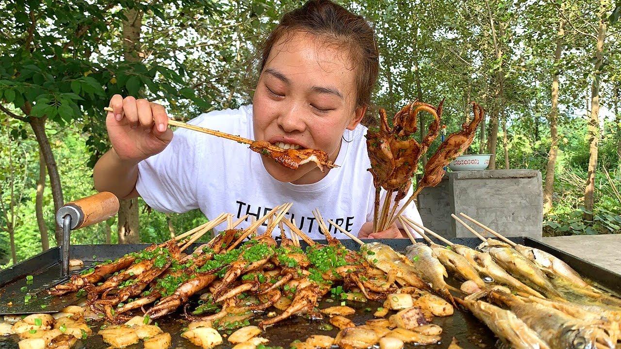 夜市魷魚吃不爽,秋妹在家做鐵板燒,魷魚+黃魚,三十串吃過癮! 【顏美食】