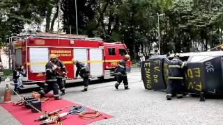 Bombeiros fazem simulação de acidente no Parque Halfeld