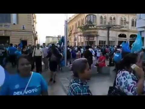 Previo al cierre de campaña de Nayib Bukele en plaza barrios