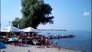 На Черкасских пляжах отдыхающих больше чем на Крымских! :))  Пляжный отдых в Украине г. Черкассы(Это один из Черкасских пляжей расположен в микрорайоне Дахновский. Видео снято примерно 18:30-19:00, как видите..., 2016-07-02T20:21:27.000Z)