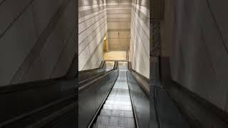 Подземный переход с эскалатором в Стамбуле