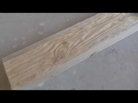 Левобережный, брашируем деревянную балку.