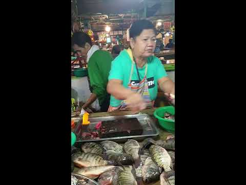 Philippines Live Fish Seller Cutting Tilapia With Much Happiness & Smile On Face