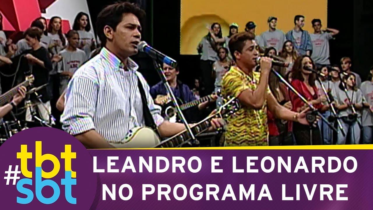 Leandro e Leonardo cantando no Programa Livre   tbtSBT