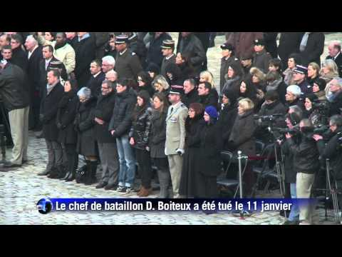 Hommage aux Invalides pour un soldat français tué au Mali (HD)