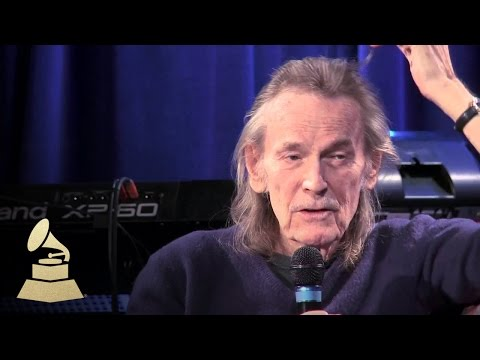 """Gordon Lightfoot - Discusses """"The Wreck Of The Edmund Fitzgerald"""" 