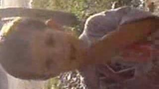 Karınca yiyen çocuk