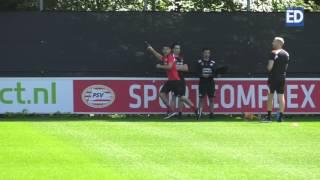 Eenzame eerste training Hirving Lozano bij PSV