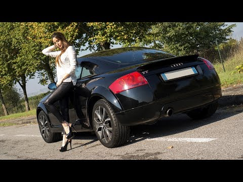 Fast Driving Girls - Sarah Driving The Audi TT Mk1 In High Heels (V089)