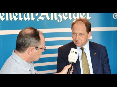 Der heiße Stuhl: Der Bonner Bundestagskandidat Alexander Graf Lambsdorff (FDP)