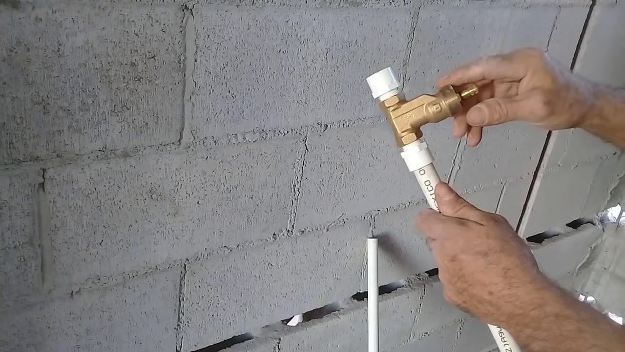 Instalando una llave de empotrar de bronce con tubera de