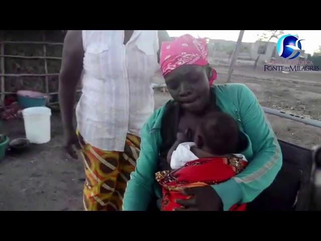 A África como você nunca viu, a vida sofrida de uma paralitica e seu bebé
