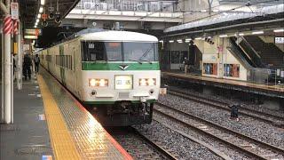 国鉄185系C2+A1編成が回送電車として到着するシーン