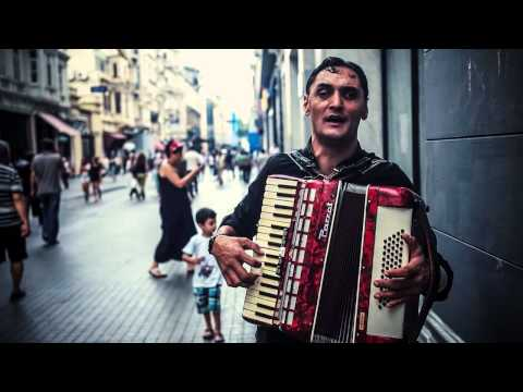 Incredible Romani Singer & Accordion player in the streets of Istanbul