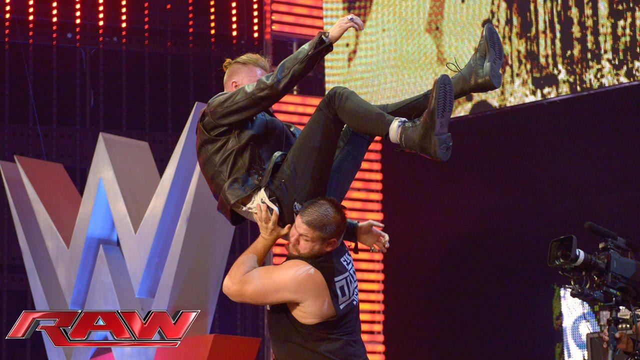 Machine Gun Kelly's American Music Awards performance shocked ...