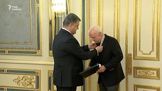 Порошенко вручив нагороду України сенатору США Маккейну