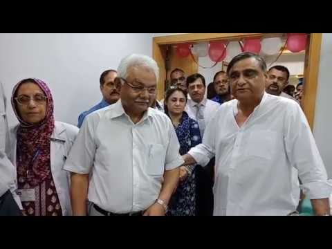 Dr. Asim Hussain inaugurating Lithotripsy machine at Ziauddin Hospital.