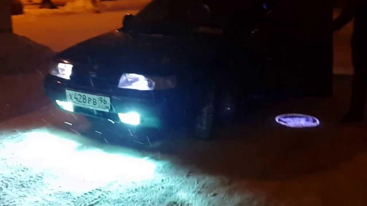 Автомобильное освещение монтируется в передней, в задней, а также в боковых частях транспортного средства в виде фар или фонарей. Установка может быть как выступающим элементом кузова автомобиля, так и спрятана заподлицо. Слово «фонарь» применимо к задним противотуманным, но также.