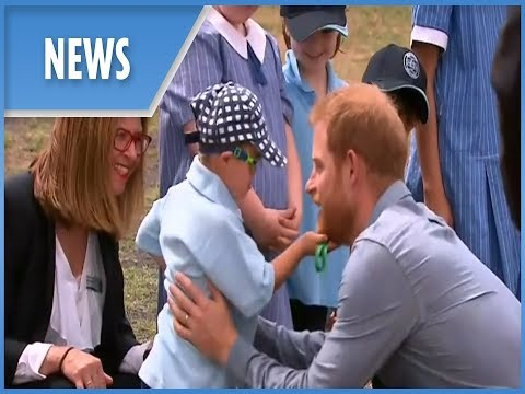 prince-harry-and-pregnant-meghan-markle:-day-two-of-australian-tour---greet-children-in-dubbo