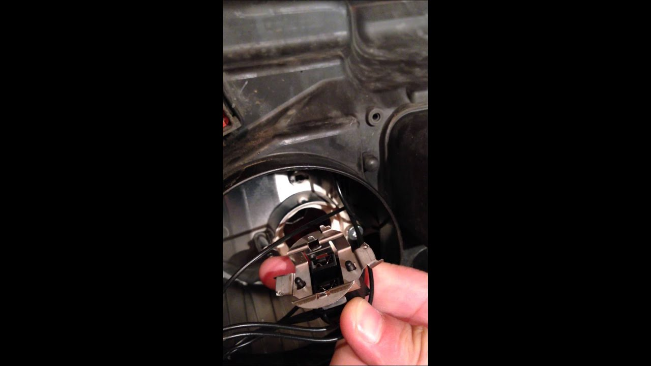 How to Remove the light bulb holder from Astra H ...