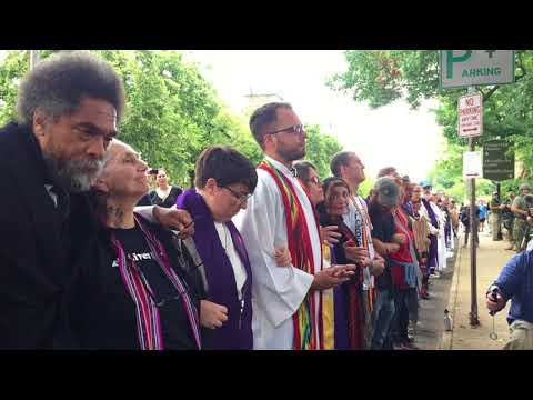 Clergy Members Heckled as They Pray in Charlottesville, Virginia
