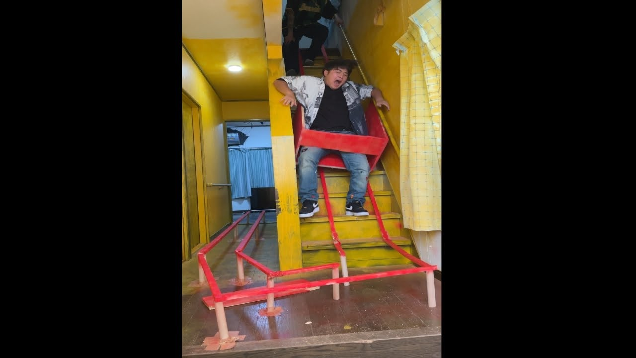 友達の家の階段をジェットコースターにしてみた【ドッキリ】