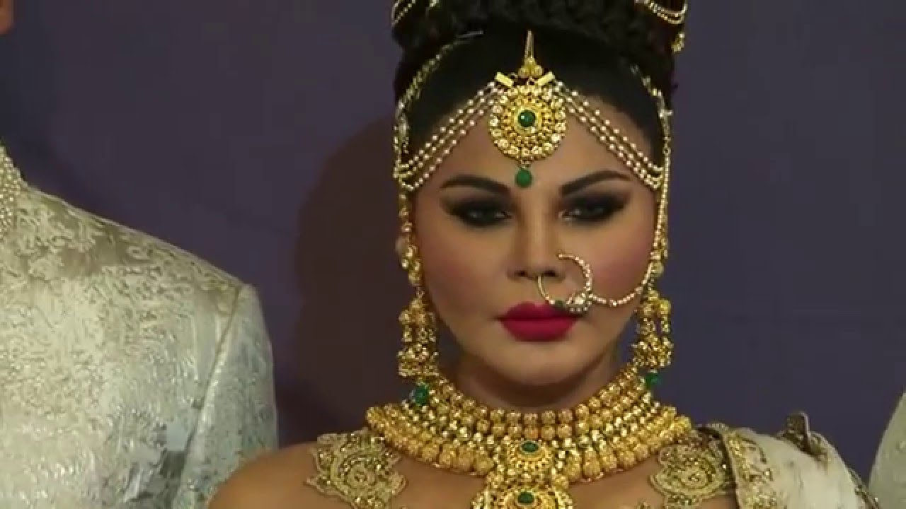 Angry rakhi sawant shows middle finger | video youtube.