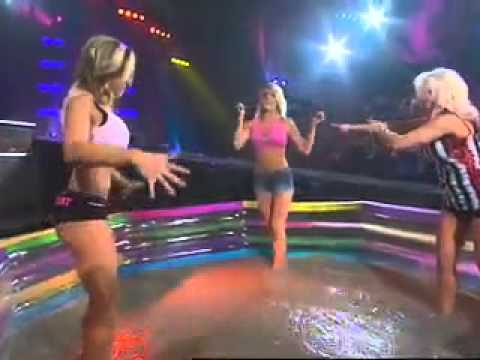 Mud Fights/Wrestling - Women covered in mud - YouTube