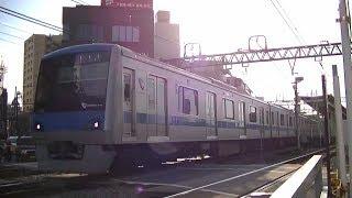 小田急4000形4061F快速急行新宿行き 向ヶ丘遊園駅横の踏切にて