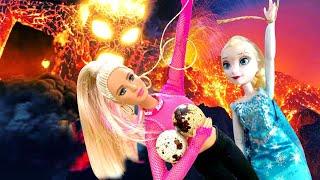 ПОЛ ЭТО ЛАВА! Как Амелькины Игрушки спасаются от Лавы? История Куклы Барби!
