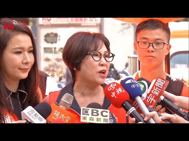 Xe vận động tranh cử của đảng Thân Dân phát lời kêu gọi ủng hộ của ông Quách Đài Minh.
