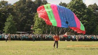 Aksi Terjun Payung Meriahkan Pembukaan PPSMB UGM 2016