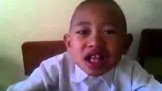 Download lagu NGAKAK ! Anak Lucu Belajar Pancasila