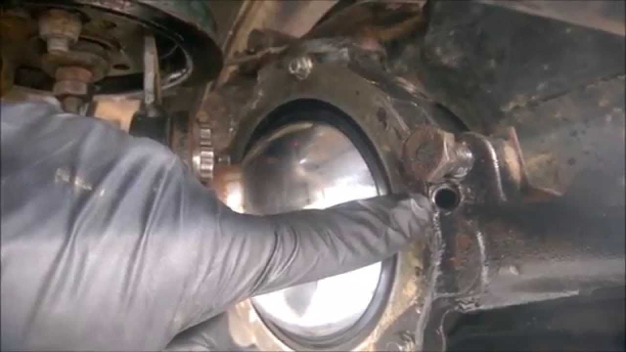 Oil In Coolant >> Land Rover Discovery 300tdi - swivel oil fill task - YouTube