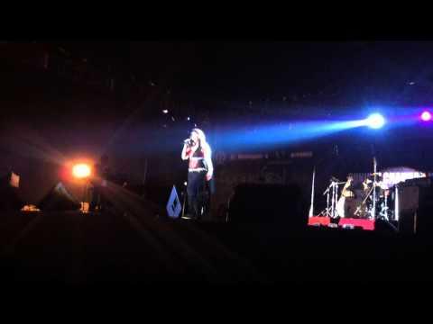 4. Sheila Ki Jawani - Sunidhi Chauhan Concert, SF 2011, IIT Kharagpur