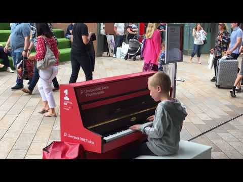 Street pianist Harrison plays Nuvole Bianche by Ludovico Einaudi in LiverpoolOne