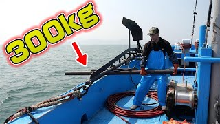 The fishing with a giant lump of iron sinking into the sea is too crazy...