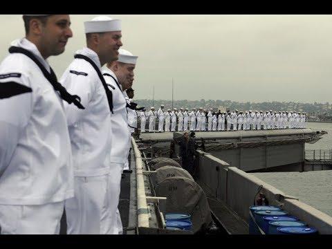 Cận cảnh  tàu sân bay, tàu tuần dương Mỹ trong vịnh Đà Nẵng