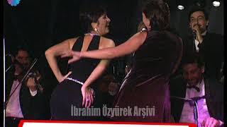 Hülya Avşar, karnı burnunda hamile ama Sibel Canla popo dansına dayanamıyor (1997)