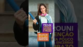 Propaganda do MEC com 'mão branca com diploma' é acusada de racismo