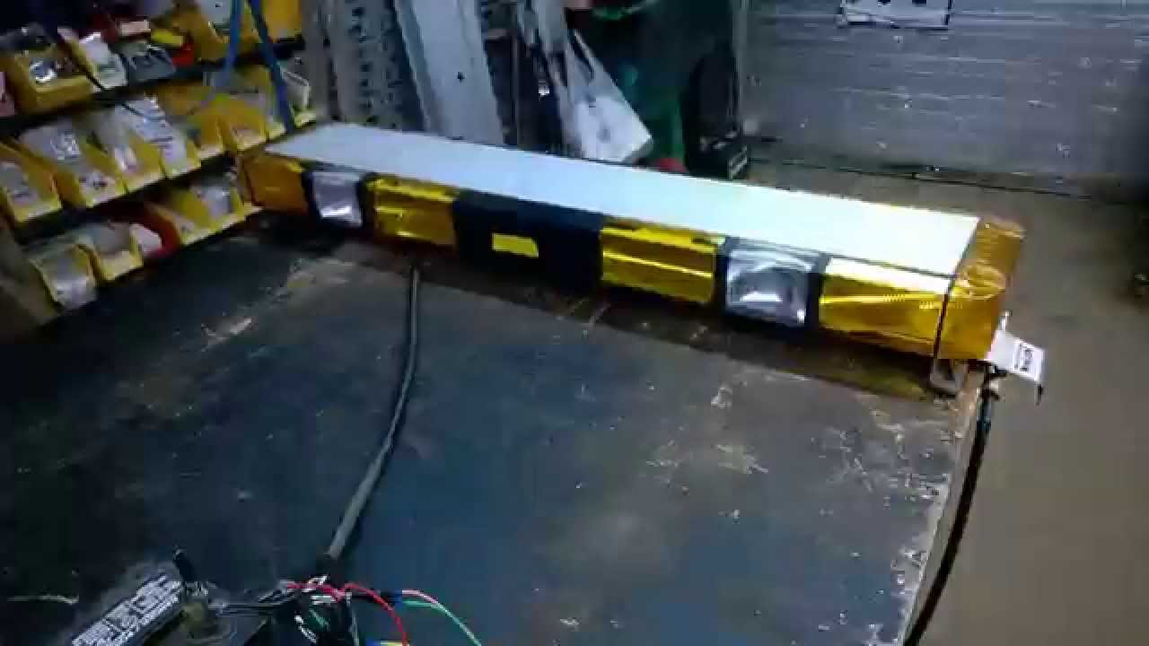 Whelen edge 9000 lightbar 48 8 strobe 4 halogen 40000 youtube mozeypictures Choice Image