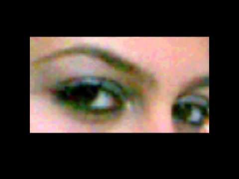 gözleri benim gibi koyu kahverengi mi
